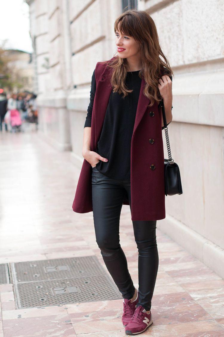 outfit de invierno con prenda vino