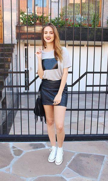 outfit casual falda negra de cuero