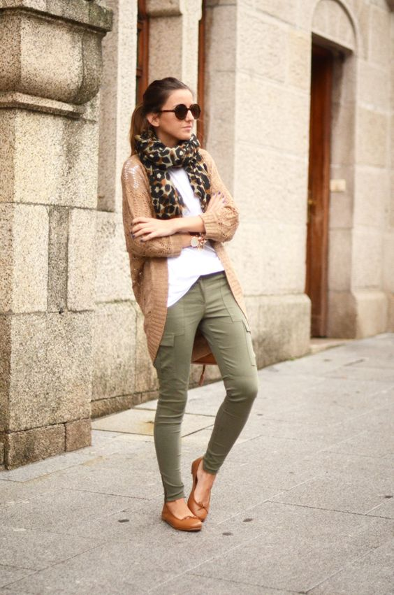 outfit casual pantalon verde militar