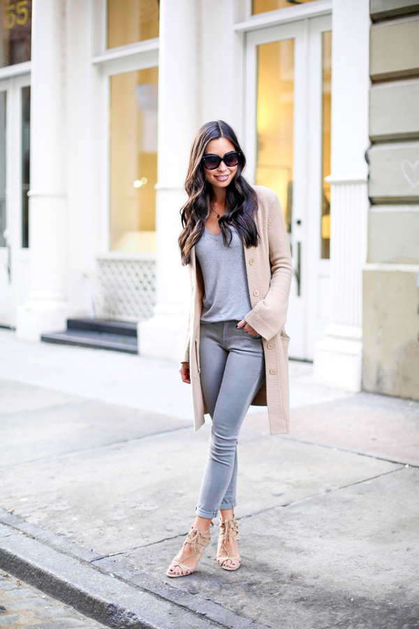 outfit-jeans-gris-con-cardigan