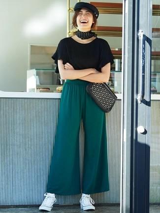 outfit pantalon verde botella con converse