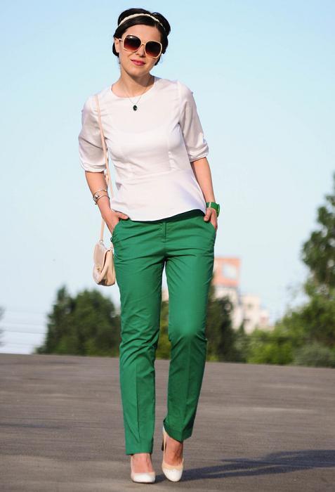 outfit pantalon verde botella