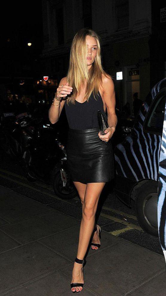 outfit negro con falda