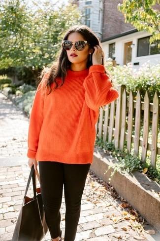 sueter naranja con leggings negros