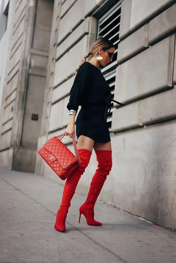outfit con botas rojas