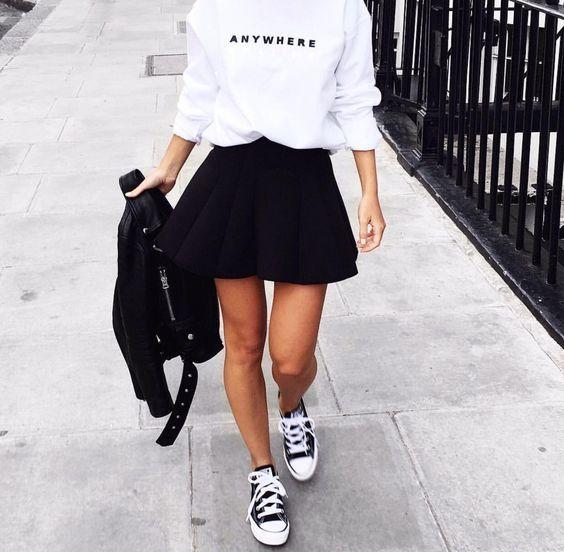 outfit de falda acampanada negra