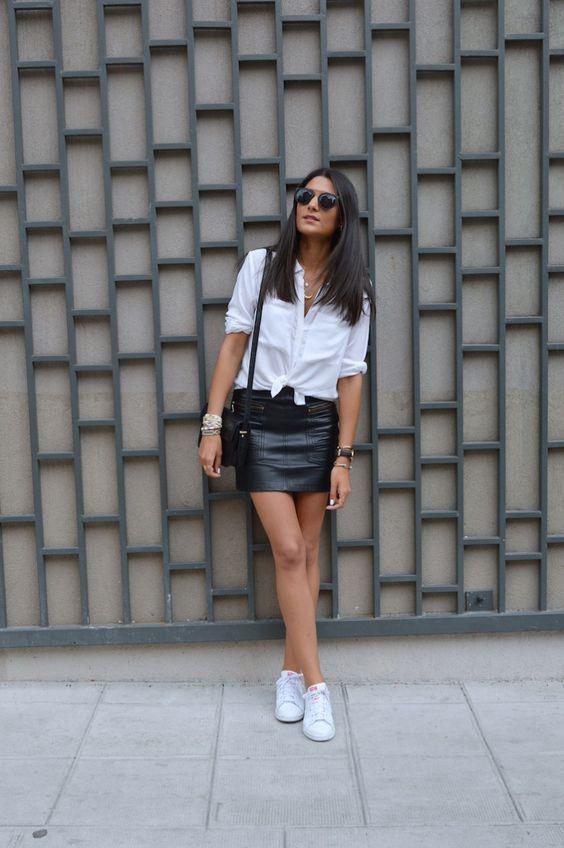 outfit de falda negra con camisa
