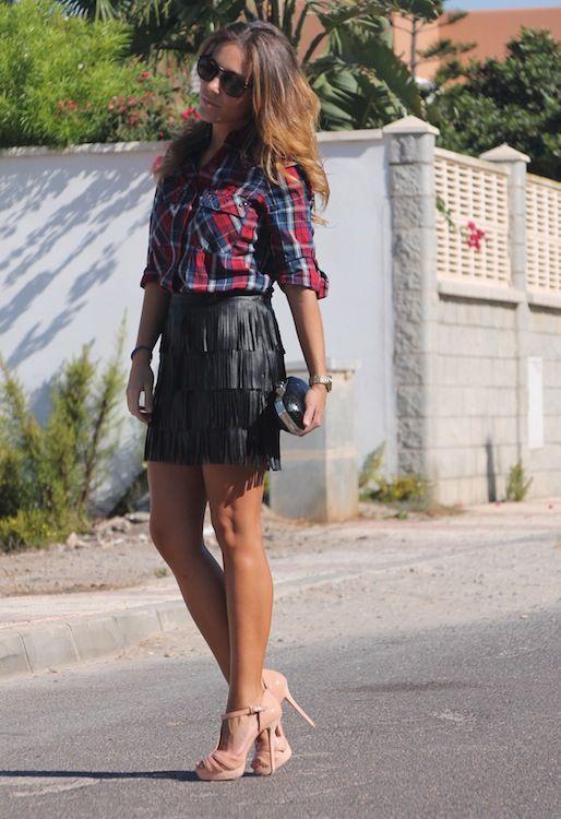 outfit de falda negra de flecos