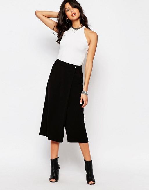 outfit de pantalon negro ancho