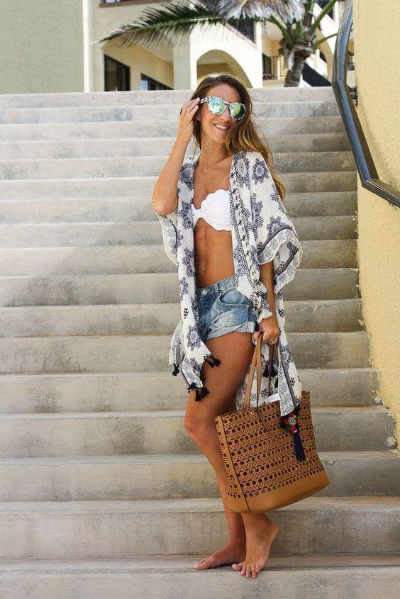 outfit de playa con kimono