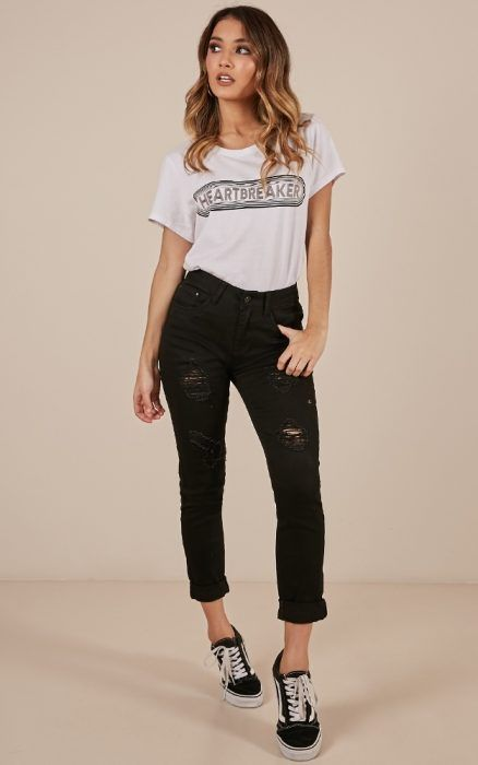 outfit deportivo con jean negro