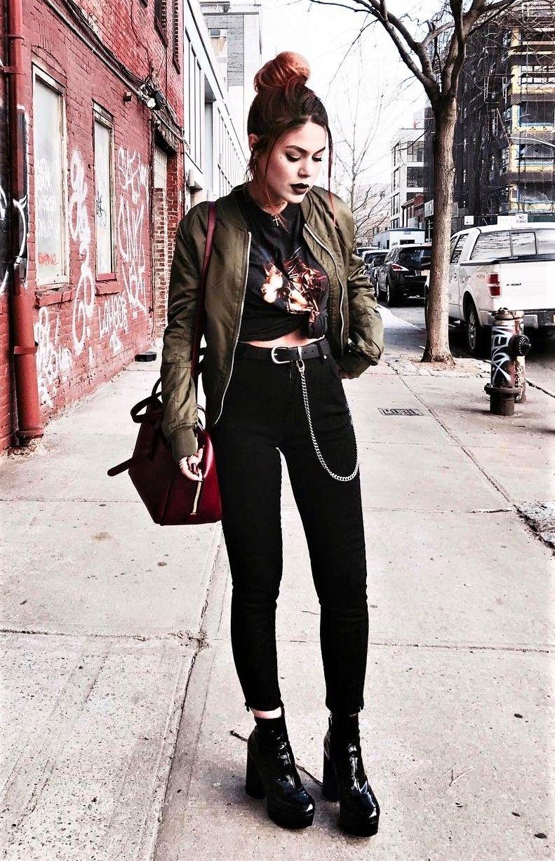 outfit grungge con toques de color