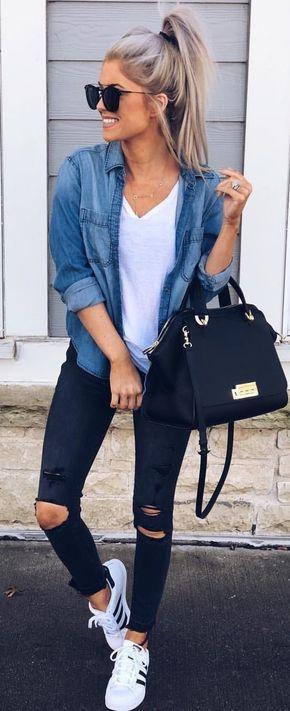 outfit con camisa vaquera