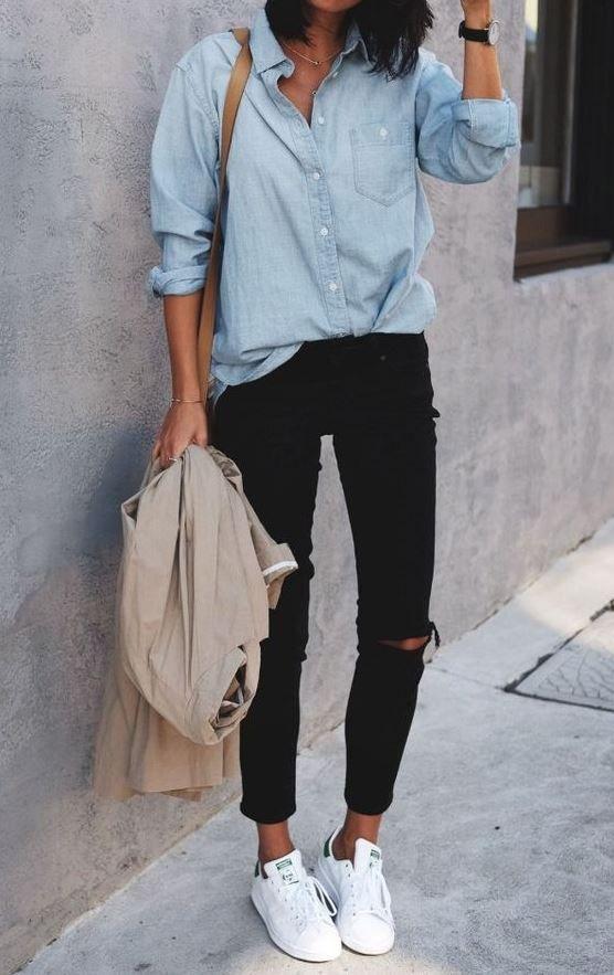 outfit de camisa vaquera con pantalon