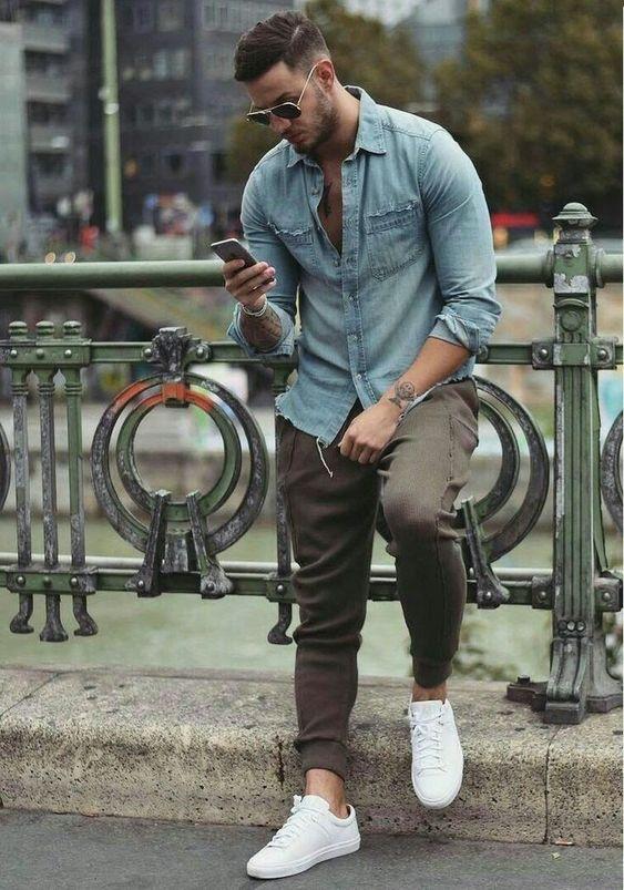 outfit de camisa vaquera y jogger