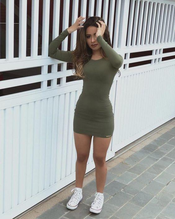 outfit de vestido con converse