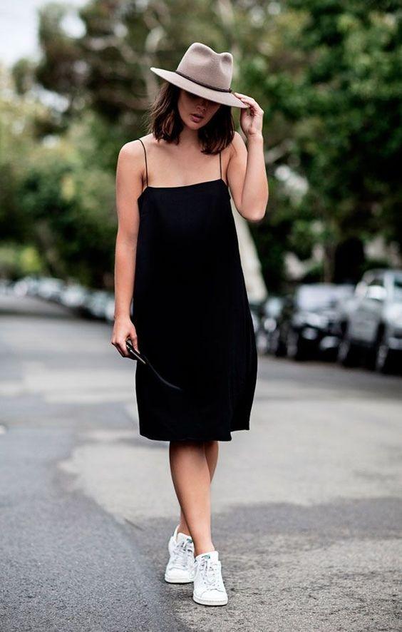 outfit de vestido negro con sombrero