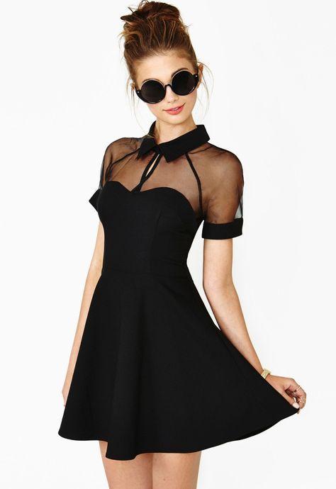 outfit de vestido negro tierno