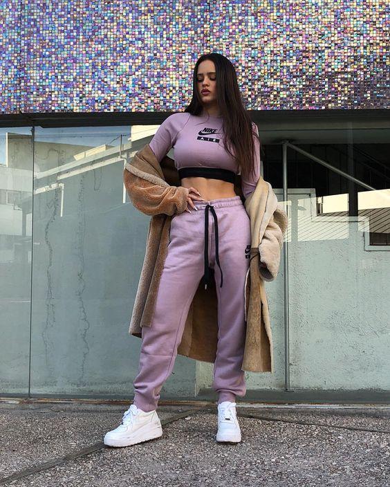 outfit deportivo de rosalia